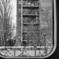 Вид из вагона метро на станции Юнгородок. :: Павел Кореньков