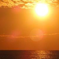 Солнце над морем. :: Ираида Мишурко