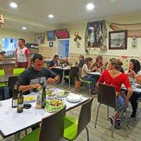 В местном кафе Порту. :: ИРЭН@ Комарова