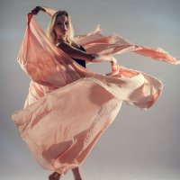 Девушка с тканью :: Михаил Ионов