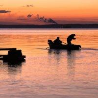 Двое в лодке не считая собаки.. :: Михаил Осипов