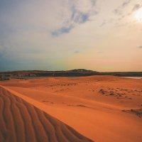 Песчаные дюны,вечер...Вьетнам! :: Александр Вивчарик