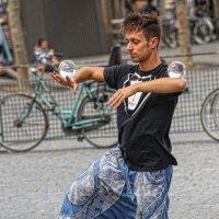 Трюки со стеклянными шарами :: Владимир Леликов