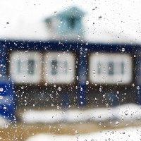Капли дождя на стекле :: Николай Масляев