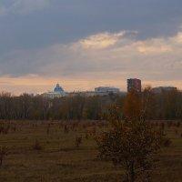 Над медакадемией догорала вечерняя заря... :: Екатерина Торганская