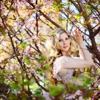 Фотосессия в цветущем саду :: Oksanka Kraft