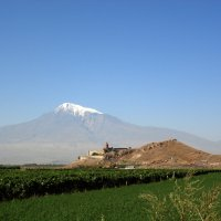 Монастырь Хор Вирап на фоне Арарата. Армения. Khor Virap on the background of Mount Ararat. Armenia :: Юрий Воронов