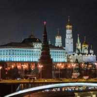 Ночной Московский Кремль с Патриаршего моста :: Алексей Ларионов