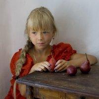 Девочка с грушами :: Наталья S
