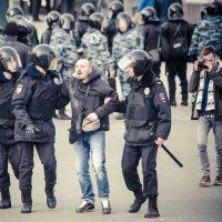 Задержание на Пушкинской :: Арсен Гуварьян