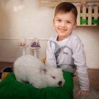 Кролик и малыш :: Наталья Шатунова