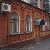 Городские улочки :: Надежда Петрова