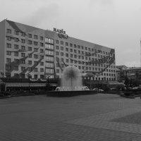 """Гостиница   """"Надия""""   и   фонтан - одуванчик   в    Ивано - Франковске :: Андрей  Васильевич Коляскин"""