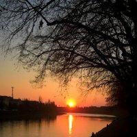 Весенний закат над речкой :: Сергей Форос
