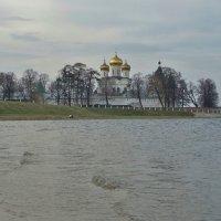 Весна у стен Ипатьевского монастыря . :: Святец Вячеслав