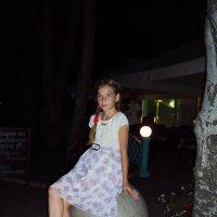 Бердянск. Девочка на шаре. :: Ирина Диденко