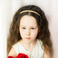Девочка с розами :: Ирина Вайнбранд