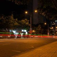 Ночная улица в Нячанге. Вьетнам :: Ruslan