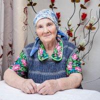 Бабушка с соседней улицы :: Анна Вязникова