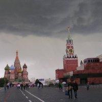 Тучи над городом.... :: Надежда Азарченко