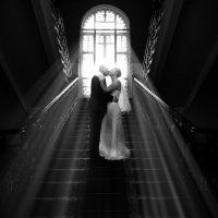 Любовь в лучах... :: Виталий Левшов