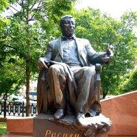 Москва. Памятник Р. Гамзатову. :: Владимир Драгунский