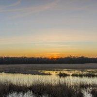 Закат над речкой. :: Владимир M