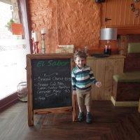 Джеймс в мексиканском ресторане :: Natalia Harries