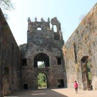 Руины монастыря Васаи форт  Бомбей. :: maikl falkon