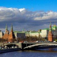 Солныщко проглянуло на Кремль :: Борис Соловьев