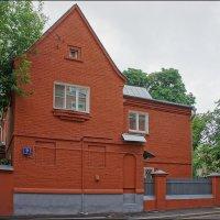 Красный дом... :: марк