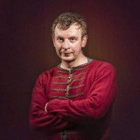 Портрет мужчины в красном :: Олег Дроздов