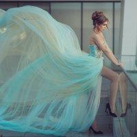 Девушка в развевающемся платье. :: Петр Кладык
