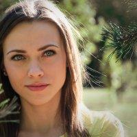 Прекрасная девушка в парке :: Ольга Соколова