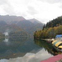 Озеро Рица в Абхазии. :: ВАЛЕНТИНА ИВАНОВА