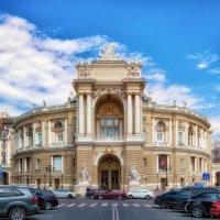 Оперный театр в апрельский полдень. :: Вахтанг Хантадзе
