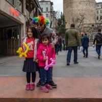 Клоун и дети... :: Виктор Льготин