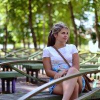 девушка в парке :: Алексей Клименко