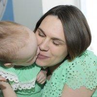 встречает маму из роддома :: Ольга Русакова