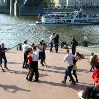 потанцуем :: Олег Лукьянов