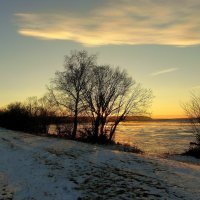 Садится солнце за рекою лучами сонными блестя. :: nadyasilyuk Вознюк