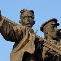 Фрагмент памятника Первостроителям Комсомольска-на-Амуре. :: Виктор Иванович