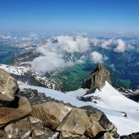 облака чередой меж высоких вершин :: Elena Wymann