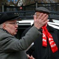 Митингующей рукой :: Валерий Чепкасов