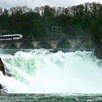 поезд над водопадом :: Александр Корчемный
