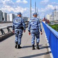 Люди на мосту :: Анатолий Колосов
