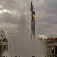Памятник Советским воинам ( Вена) :: Татьяна Осипова(Deni2048)
