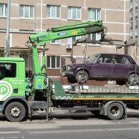 Лучшие места для парковки охраняются эвакуатором. :: Татьяна Помогалова
