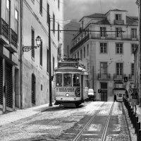 Старый трамвай Лиссабона... :: Cергей Павлович