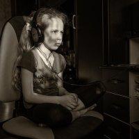 Тебе прокричу – не услышишь, не дёрнешься даже на звук… :: Ирина Данилова